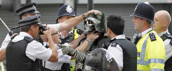 london-riots-fi